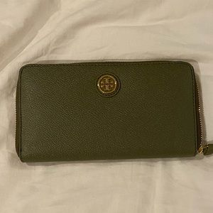 Tory Burch wallet NWT
